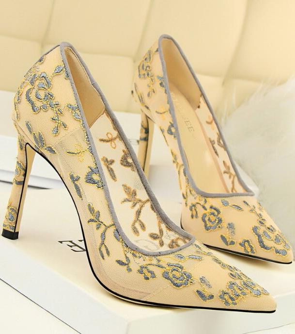 European Style Flower Point Toe Shoes