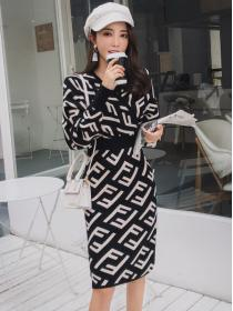 Wholesale Knit Fashion V collar Hip-full Dress
