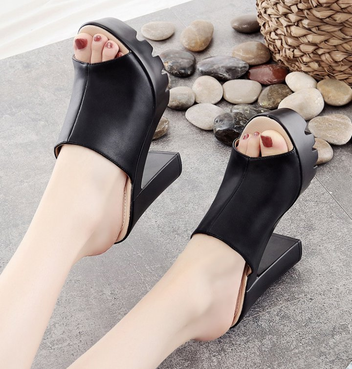 Thick crust platform large yard slippers for women